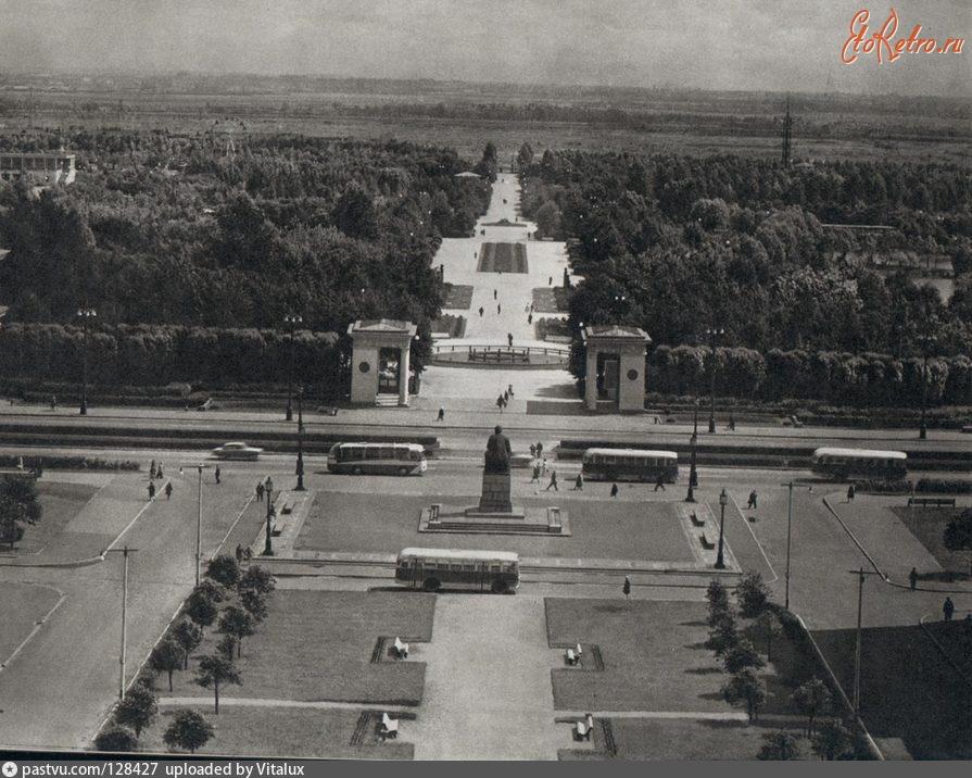 старые фотографии парка победы в санкт петербурге сотрудников, проходящих