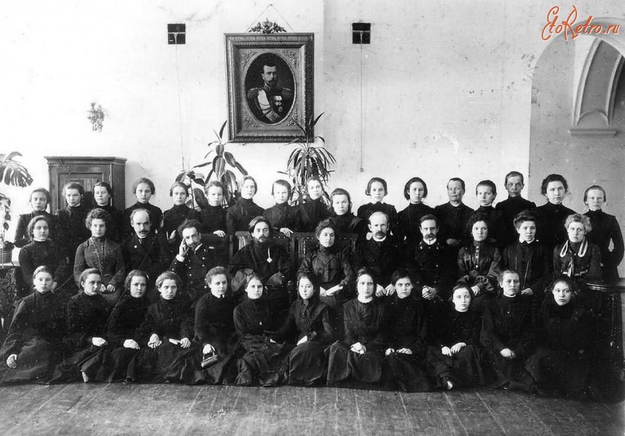 женские гимназии в россии рисунки видела других