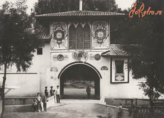 Бахчисарай - Главные ворота дворца с улицы.