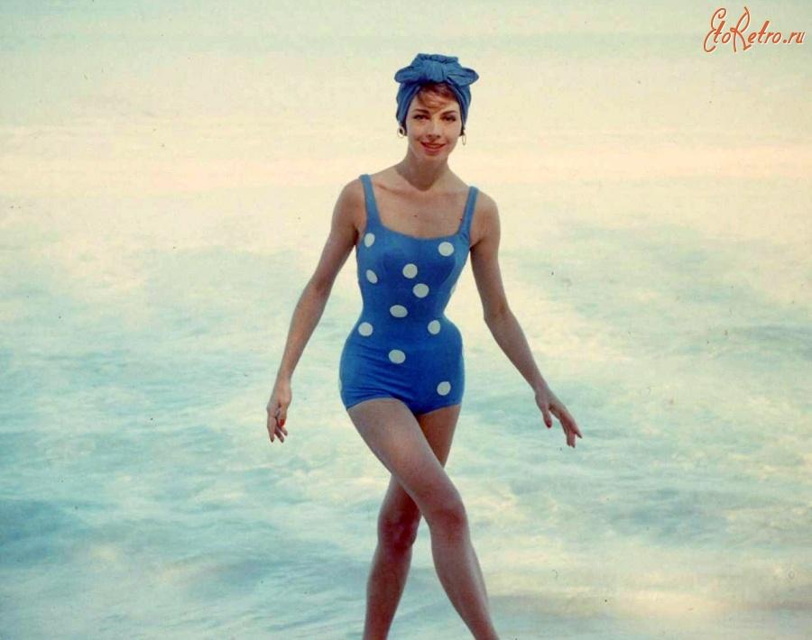 Описание: Этот купальный наряд 1950 года.Ультрамодный синий цвет и узор горошек ! Год съемки: 1950. Автор поста: Karneli VIP Дата: 18.08.2011 22:06
