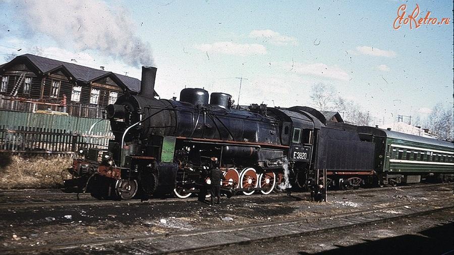 короткий фото паровозов с вагонами на станции резина форме