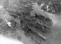 Нью-Йорк - Aerial view of the U.S. Navy New York Naval Shipyard on 2 December 1944. США,  Нью-Йорк (штат),  Нью-Йорк,  Манхеттен